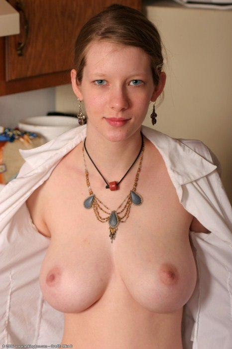 Skinny girl with breathtaking big natural tits - XxxBunkercom
